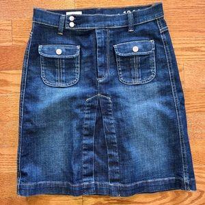 NWT Gap Women's denim skirt- Size : 4